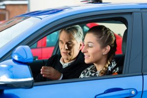 Fahrlehrer - ein vielseitiger und spannender Beruf Bild: kzenon/shutterstock