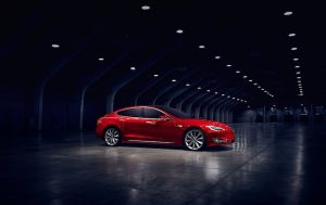 Das Tesla Model S in der Kritik / Quelle: Teslamotors, Alexis Georgeson