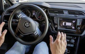 Parkassistent im VW Touran. Quelle: Volkswagen AG